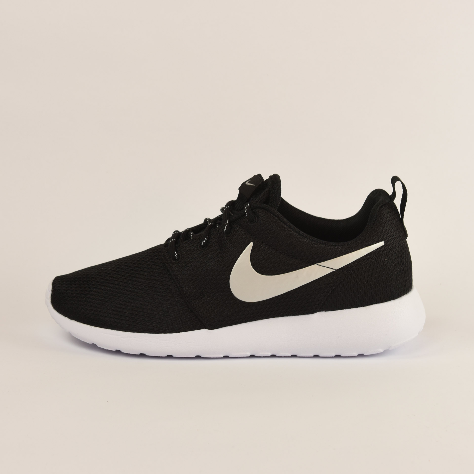 first rate 6fdb2 90fce Nike WMNS NIKE ROSHE ONE  NE  Zapatillas Mujer  Dooers